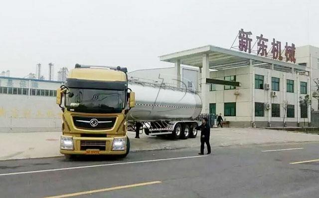 新东机械东风40吨半挂牛奶运输车整装待发