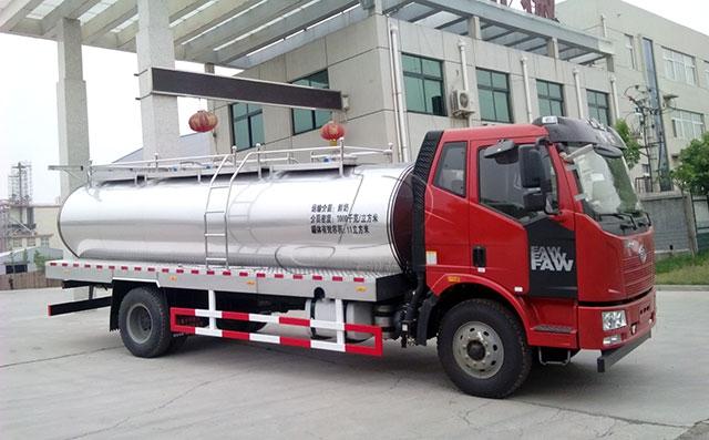 解放國五11立方奶罐運輸車
