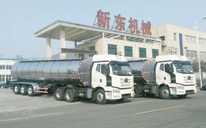33吨3轴半挂液奶运输专用车