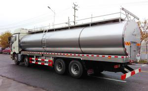 解放前四后八20m3鮮奶運輸罐車