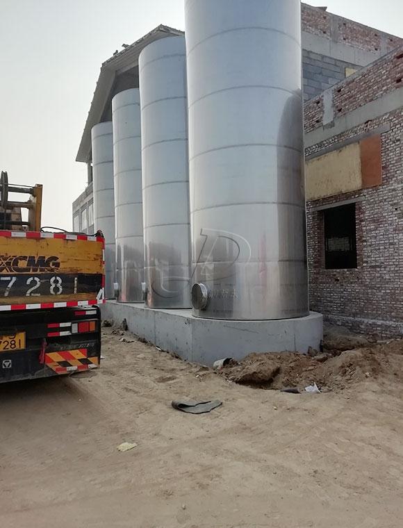 35吨大型室外奶仓