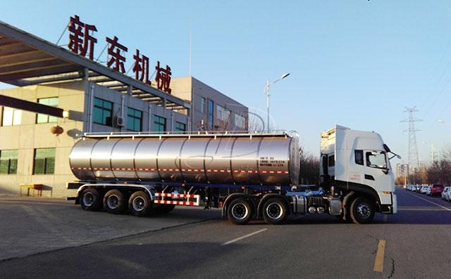 河南济源客户在我公司订购的34吨拉奶罐车发货