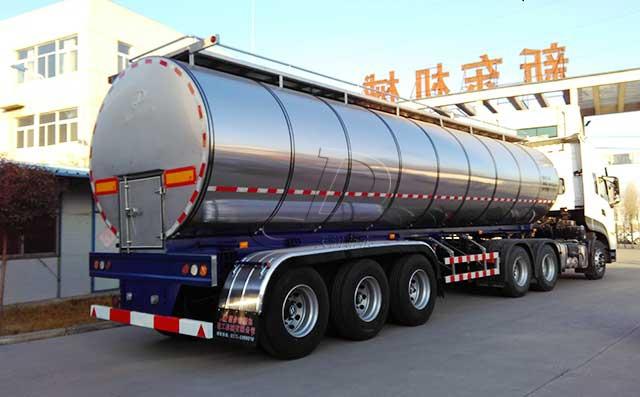 30吨半挂牛奶保鲜运输不锈钢罐车
