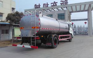 东风两轴10吨牛奶保温运输专用车