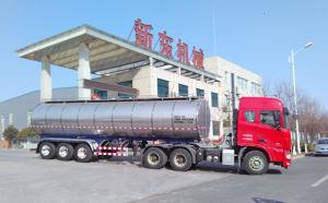 新疆客户在我公司订购的33吨半挂奶