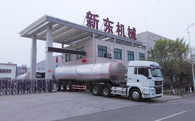 再发重庆老客户订购的40吨半挂罐式拉奶车两辆