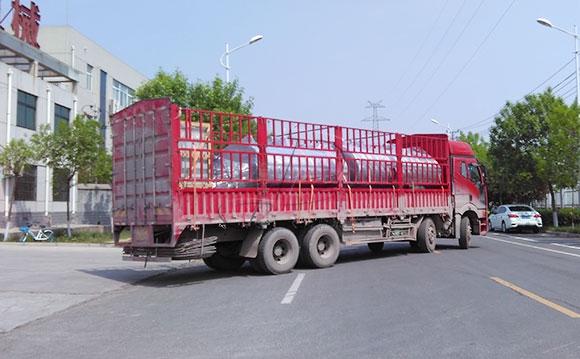 河南漯河客户订购的8吨牛奶保鲜<a href=/ target=_blank class=infotextkey>制冷罐</a>发货