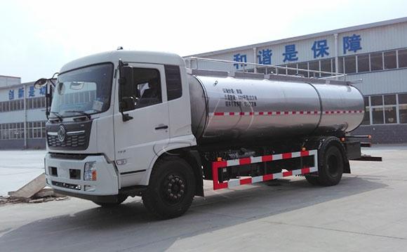 陕西客户订购的10吨运输鲜<a href=/ target=_blank class=infotextkey>奶罐车</a>发货现场