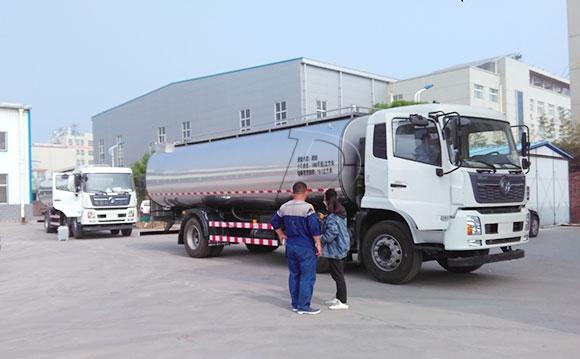 运输牛奶车