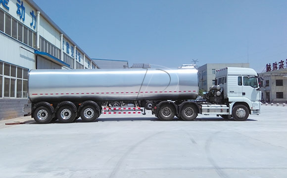 40吨半挂罐式拉奶车
