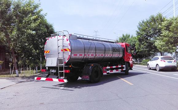 10吨牛奶运输罐车
