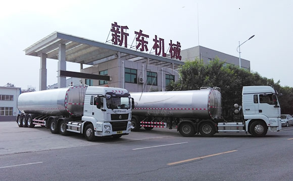 大型鲜奶运输车