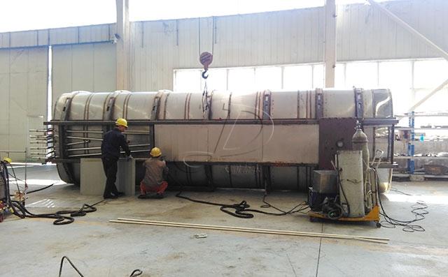 天润新东罐式运输牛奶车罐体生产加工现场