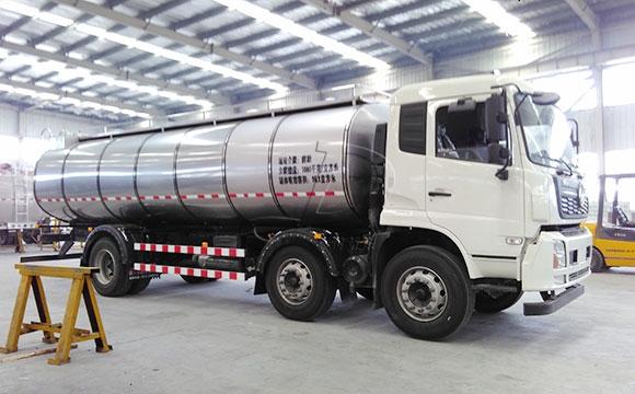 天润新东牌车罐一体低温鲜奶运输车发货