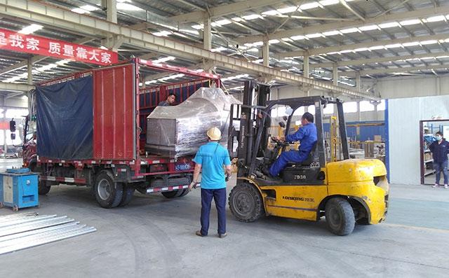 甘肃客户订购的1吨牛奶制冷罐今天下午发货