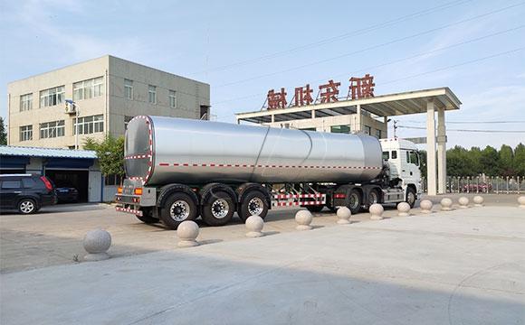 大型半掛奶罐車