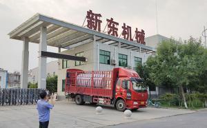 鹤壁客户订购的10吨牛奶保鲜罐发货现场