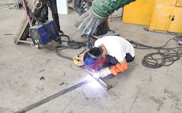 新东机械生产车间焊工技能比武大赛