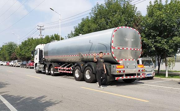 半掛牛奶運輸背罐車