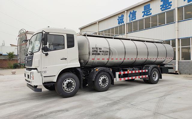 天润新东牌18吨拉奶冷藏车准备发往贵州