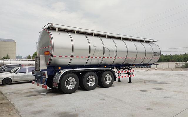 西安客户订购的半挂运奶车生产完成即将发货