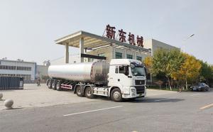 重庆33立方大型半挂鲜奶罐车发货现场
