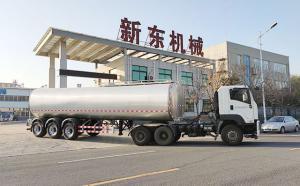 两辆天润新东半挂奶罐车发往重庆某