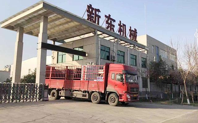 我公司3吨立式鲜奶制冷罐发往天津客户处