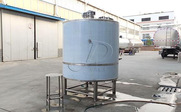 天津客户订购的3吨立式酸奶<a href=/ target=_blank class=infotextkey>制冷罐</a>按时发货