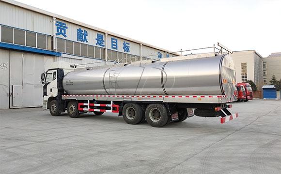 山西客户订购的解放车罐<a href=http://xnc.xdqj.com/ngc/ target=_blank class=infotextkey>一体<a href=/ target=_blank class=infotextkey>奶罐车</a></a>今日提车