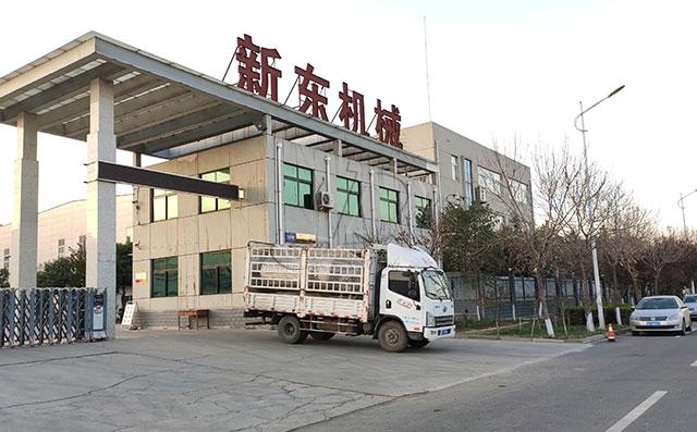 宁夏客户订购的5吨牛奶保鲜制冷罐发货现场