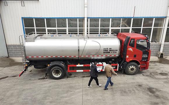 10吨鲜奶运输车
