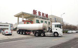 我公司大型半挂30吨奶罐车发往四川