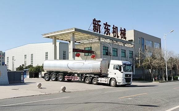 大型牛奶保温液罐车
