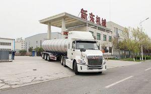 新疆34立方装牛奶鲜奶车客户提车现