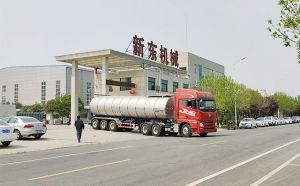 广东客户订购的34吨拉散牛奶的罐车下午发货