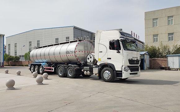 大型運輸鮮奶罐車