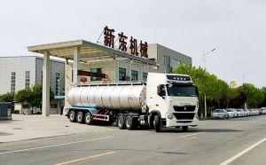 我公司33吨半挂拉牛奶罐车下午发往甘肃