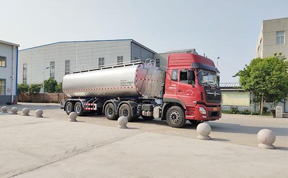 罐式拉牛奶卡车