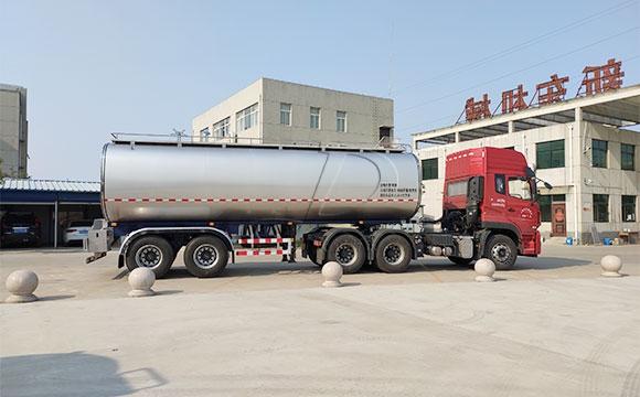液奶运输车