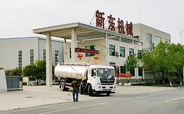 我公司前四后四車罐一體拉奶專用車發往山東