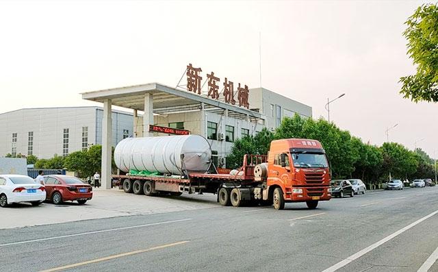 我公司兩臺35噸大型室外奶倉發往甘肅