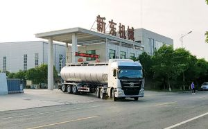 天潤新東36方鮮奶槽罐車東北客戶提