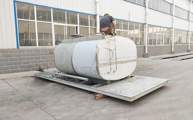 濟源客戶訂購的5噸鮮奶保溫運輸罐完成發貨準備