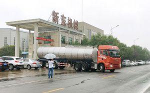 我公司35吨半挂鲜奶运输专用车发往
