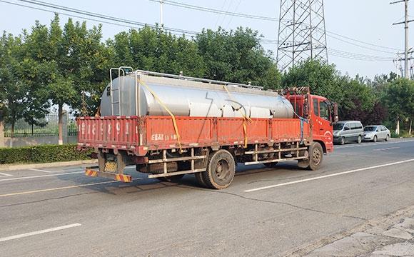 不锈钢车载牛奶运输罐