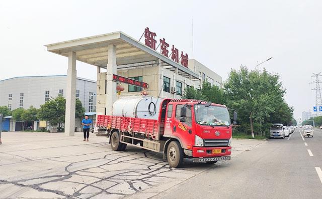 河南濮陽客戶訂購的6噸不銹鋼臥式保溫罐發貨