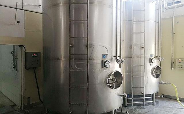 山東10噸立式果酒直冷罐客戶安裝現場