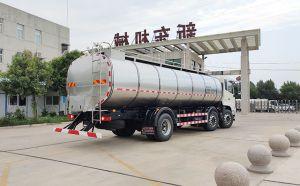南陽東風三軸16立方一體奶罐車客戶