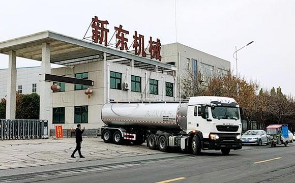 半掛鮮奶運輸罐車
